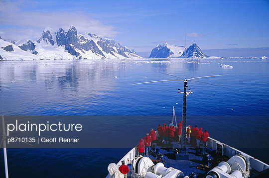Tourists on adventure cruise, Antarctic Peninsula, Antarctica, Polar Regions