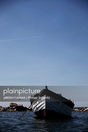 Festgelegtes Boot mit Möve - p863m1146644 von Philipp Schmitz
