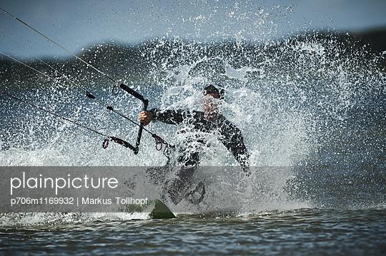 Blindflug - p706m1169932 von Markus Tollhopf