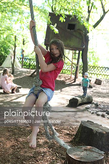 wildes Mädchen  - p045m1169553 von Jasmin Sander