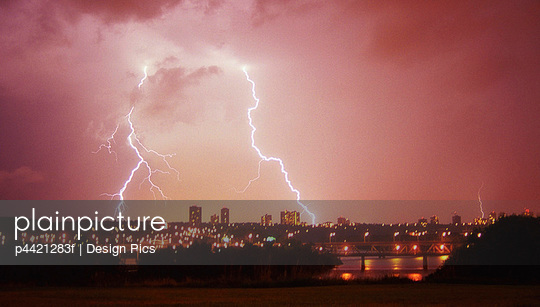 Thunder and lighting over the skyline