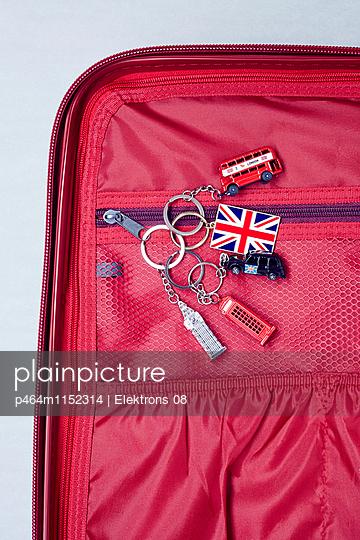 Reise-Koffer - p464m1152314 von Elektrons 08