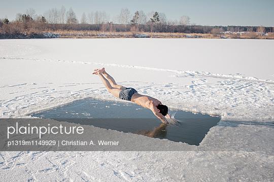 Eisbaden in Russland - p1319m1149929 von Christian A. Werner