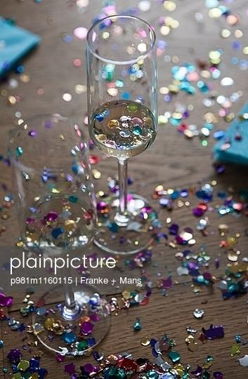 Party vorbei - p981m1160115 von Franke + Mans