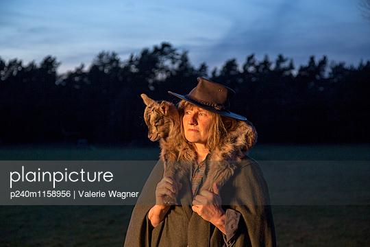 Gute Hirtin - p240m1158956 von Valerie Wagner
