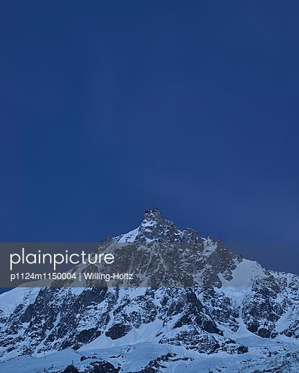 Bergspitze bei Nacht - p1124m1150004 von Willing-Holtz