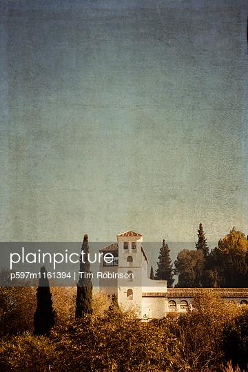 Gebäude auf dem Gelände des Alhambra Palastes - p597m1161394 von Tim Robinson
