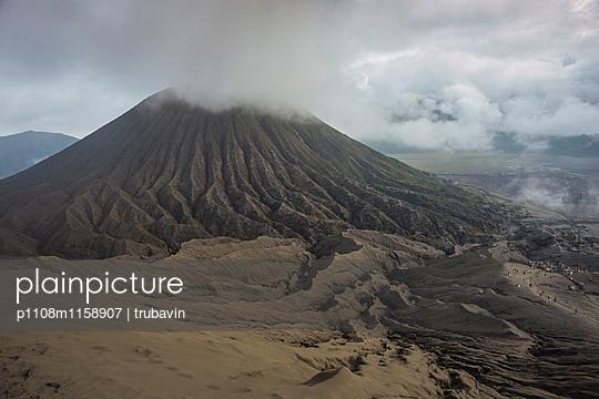 Vulkanlandschaft auf der Insel Java  - p1108m1158907 von trubavin