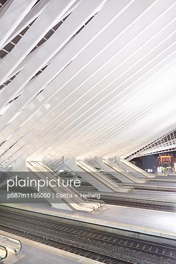 Bahnhof Liège-Guillemins, Rolltreppen - p587m1155050 von Spitta + Hellwig