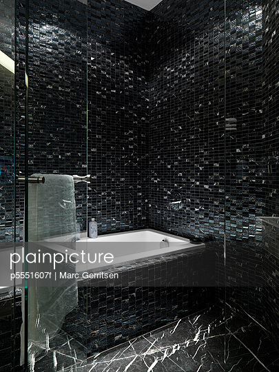 Detail black tile bathroom and bathtub