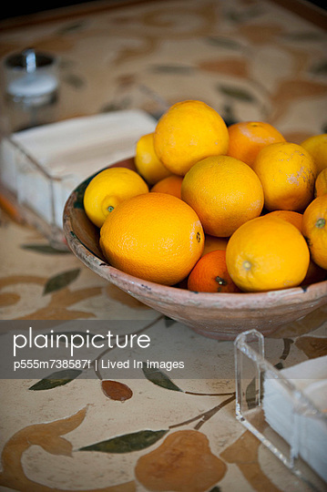 Bowl of citrus fruit on kitchen table