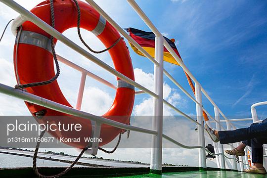 Fährschiff nach Langeoog, Ostfriesische Inseln, Nationalpark Niedersächsisches Wattenmeer, Nordsee, Ostfriesland, Niedersachsen, Deutschland, Europa - p1316m1160677 von Konrad Wothe