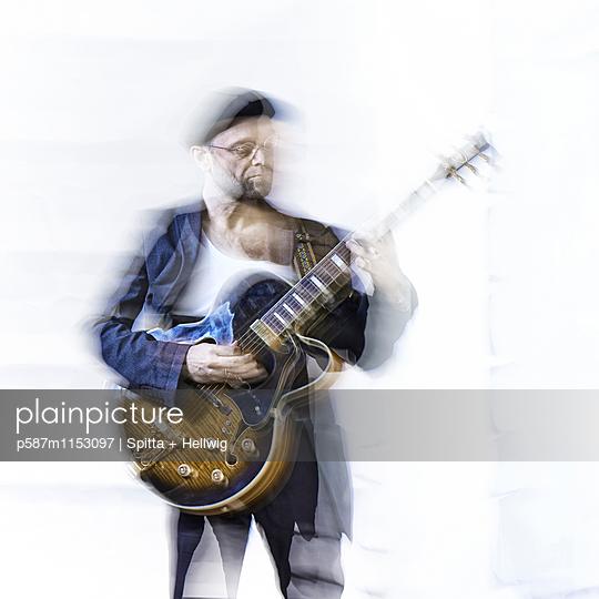 Musiker - p587m1153097 von Spitta + Hellwig