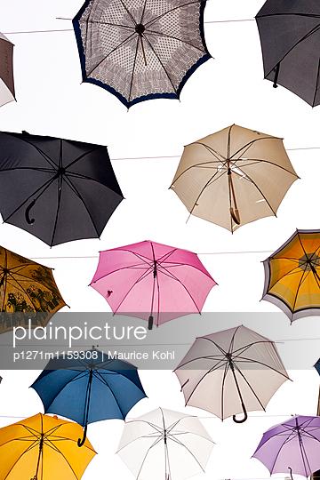 Verschiedene Regenschirme - p1271m1159308 von Maurice Kohl
