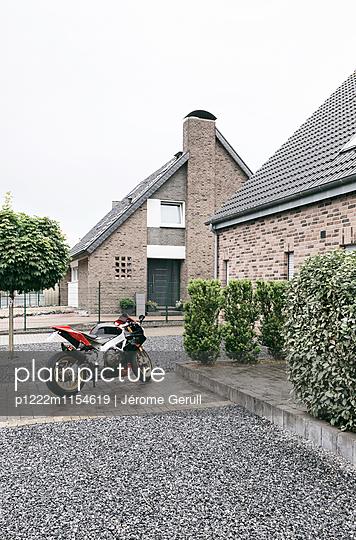Steiniger Garten - p1222m1154619 von Jérome Gerull
