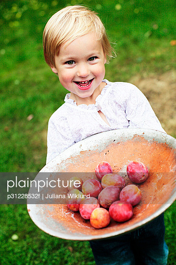 Girl holding fruits in dish