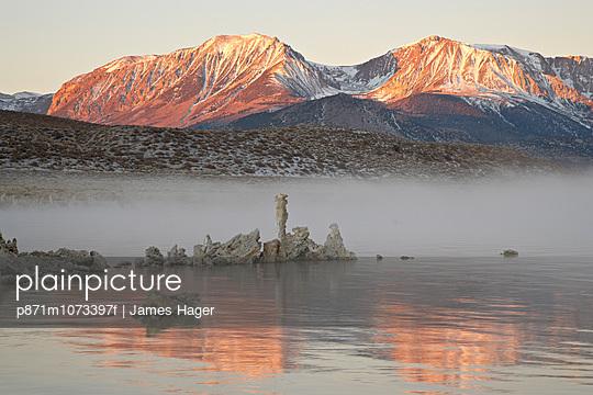 Morning light, Mono Lake, California, United States of America, North America