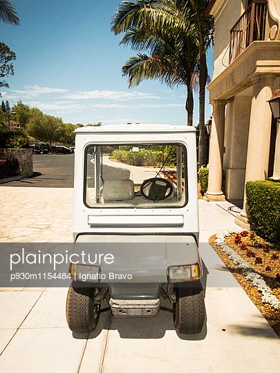 Golfkarre - p930m1154484 von Phillip Gätz