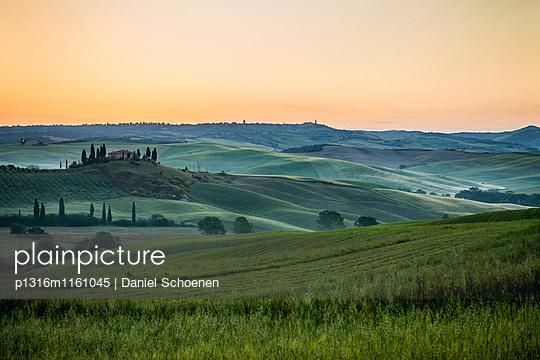 Landschaft bei San Quirico d`Orcia, Val d`Orcia, Provinz Siena, Toskana, Italien, UNESCO Welterbe - p1316m1161045 von Daniel Schoenen