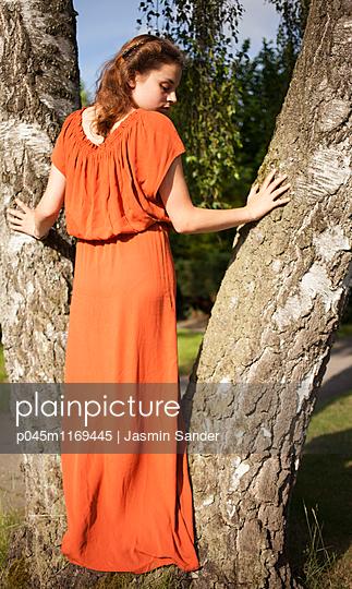 Portrait eines Teenagers - p045m1169445 von Jasmin Sander