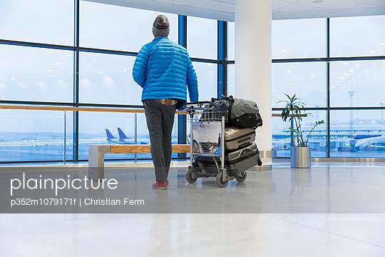 Sweden, Uppland, Arlanda Airport, Man with luggage