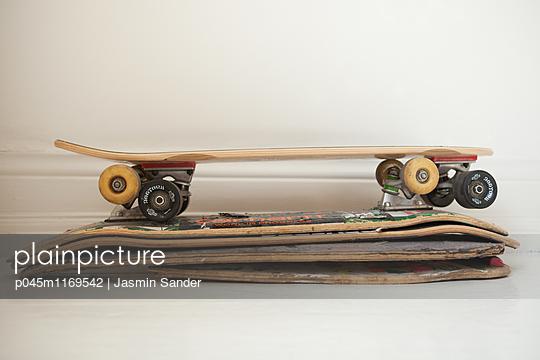 Skateboard-Stapel - p045m1169542 von Jasmin Sander