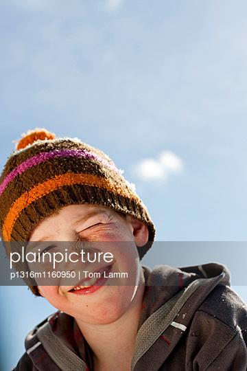 Junge lächelt in die Kamera, Planai, Schladming, Steiermark, Österreich - p1316m1160950 von Tom Lamm