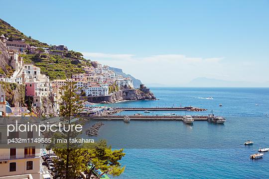 Blick auf Amalfi - p432m1149585 von mia takahara