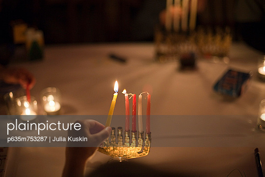 Lighting the Chanukkiah