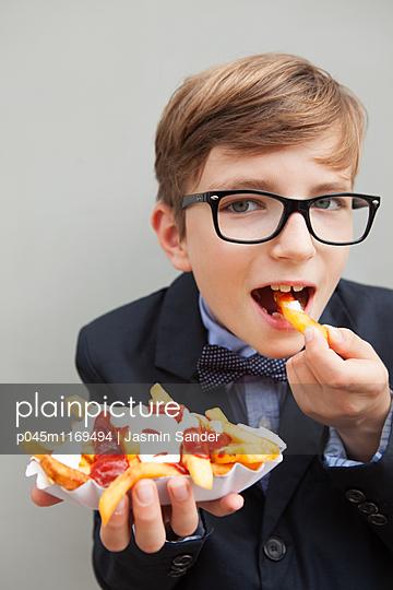 Glücklich mit Pommes - p045m1169494 von Jasmin Sander