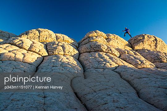 p343m1151077 von Kennan Harvey