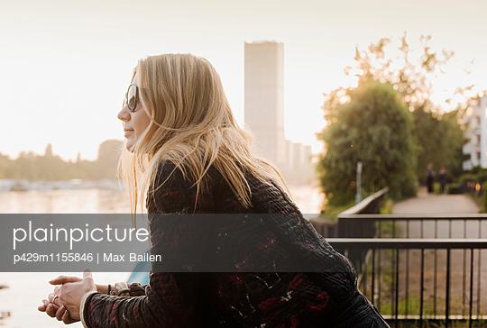 p429m1155846 von Max Bailen