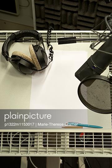Sprecherplatz in einem Tonstudio - p1322m1153017 von Marie-Therese Cramer
