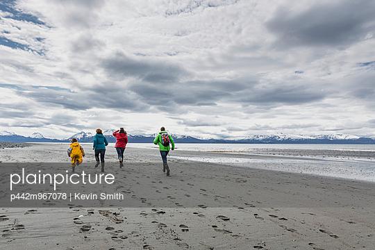 Family running and playing on Bishop\'s Beach, Homer, Kenai Peninsula, Southcentral Alaska, USA