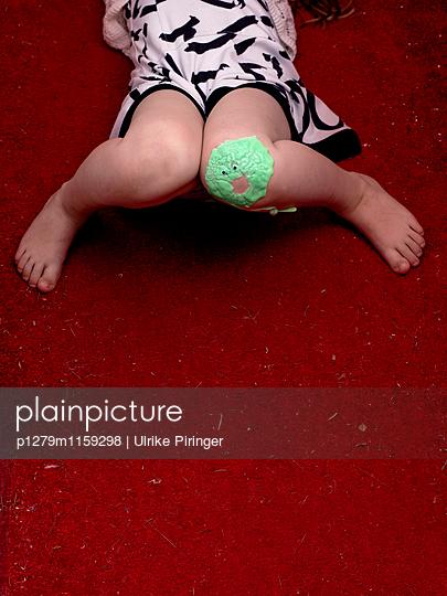 Grünes Handgummi-Monster - p1279m1159298 von Ulrike Piringer