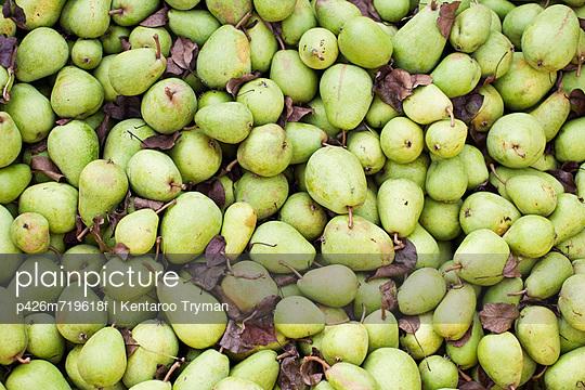Full frame image of fresh green pears