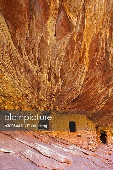 USA, Utah, Indian ruins in North Fork of Mule Canyon, Cedar Mesa