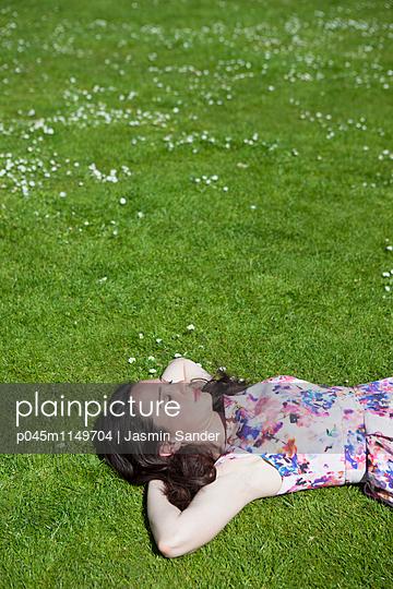den Sommer genießen - p045m1149704 von Jasmin Sander