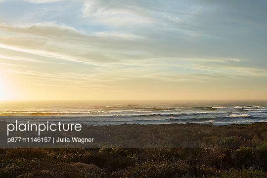 Abendgold, Grotto Bay - p877m1146157 von Julia Wagner