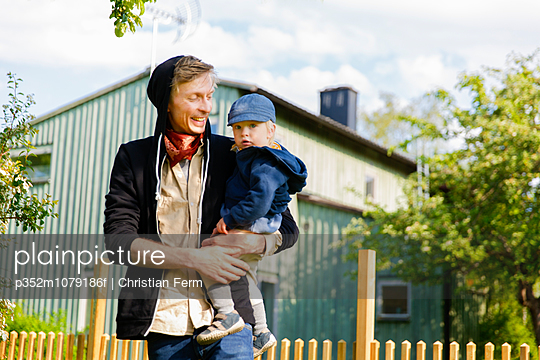 Sweden, Sodermanland, Father with little son (12-17 months)