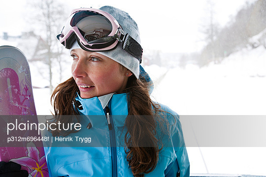 Portrait of female snowboarder