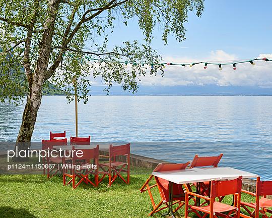 Tische und Stühle am Genfer See - p1124m1150067 von Willing-Holtz
