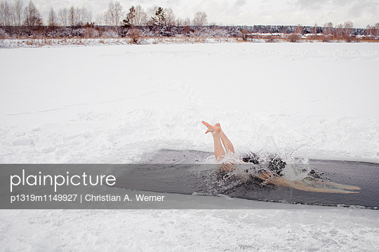 Eisbaden in Sibirien - p1319m1149927 von Christian A. Werner