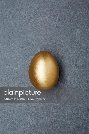 goldenes Ei - p464m1145867 von Elektrons 08