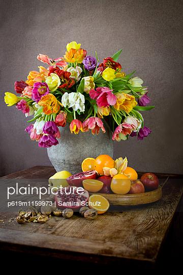 Tulpen und Obst - p619m1159973 von Samira Schulz