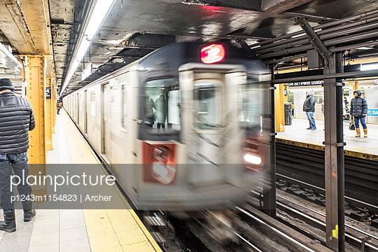 Penn Station Subway in New York - p1243m1154823 von Archer