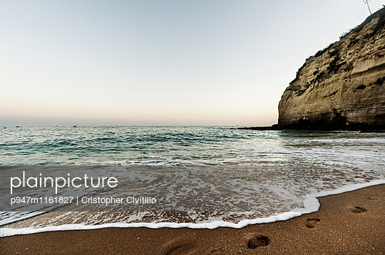 Algarve - p947m1161827 von Cristopher Civitillo