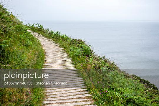 Küstenwanderweg - p1057m1146753 von Stephen Shepherd
