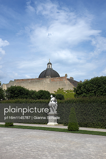 Nebengebäude vom Schloss Belvedere - p116m1145787 von Gianna Schade