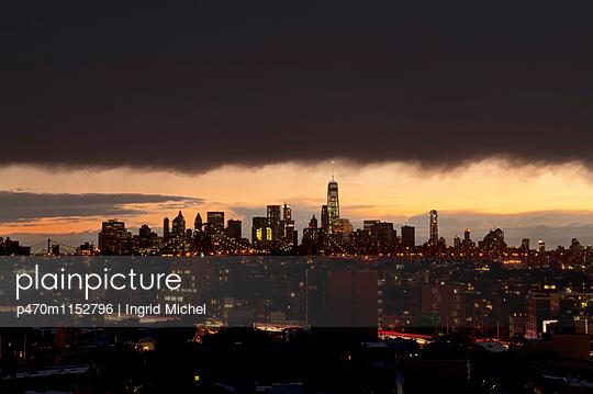New York bei Nacht - p470m1152796 von Ingrid Michel